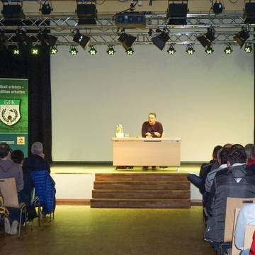 Lesung mit Fußballlegende Uli Borowka