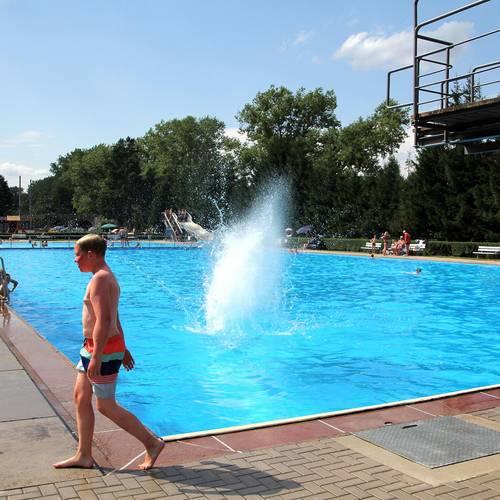 Schwimmbad lebendigKH